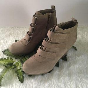 Dana Buchman - Ankle boot - Suede - size 7.5